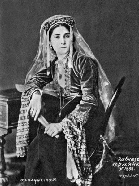 Армянка в национальном костюме из г. Ахалцих.  Грузия.  Фотограф Ф. Орден.